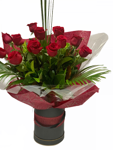 12 Red Roses in Hat Box